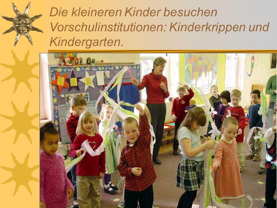 Die kleineren Kinder besuchen Vorschulinstitutionen: Kinderkrippen und Kindergarten.