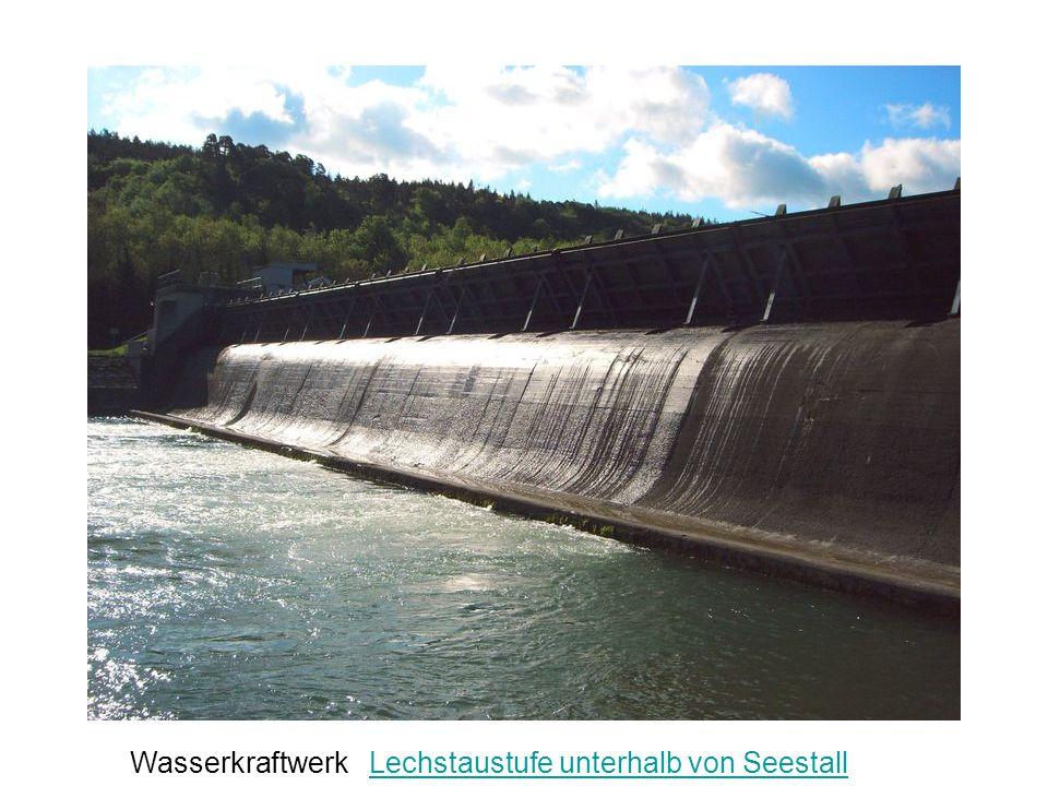 Wasserkraftwerk Lechstaustufe unterhalb von Seestall