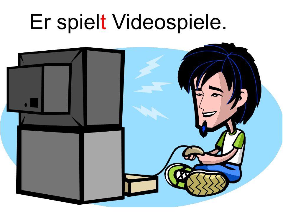 Er spielt Videospiele.