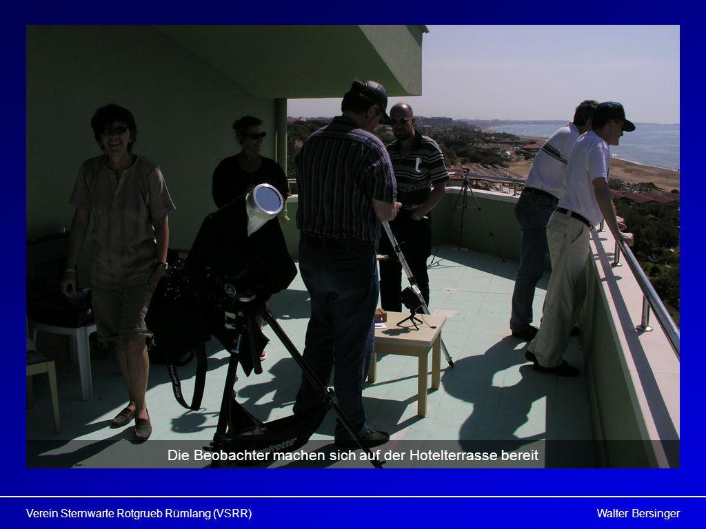 Die Beobachter machen sich auf der Hotelterrasse bereit