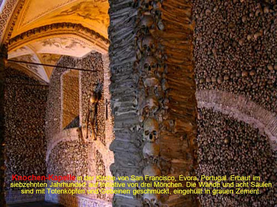 Knochen-Kapelle in der Kirche von San Francisco, Evora, Portugal