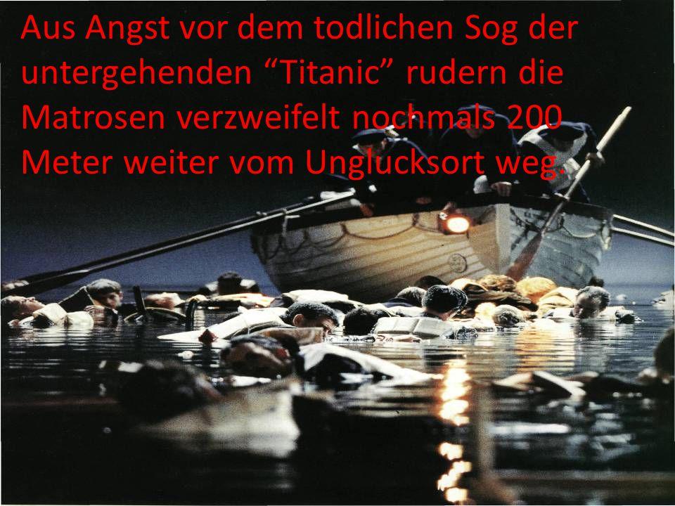 Aus Angst vor dem todlichen Sog der untergehenden Titanic rudern die Matrosen verzweifelt nochmals 200 Meter weiter vom Unglucksort weg.