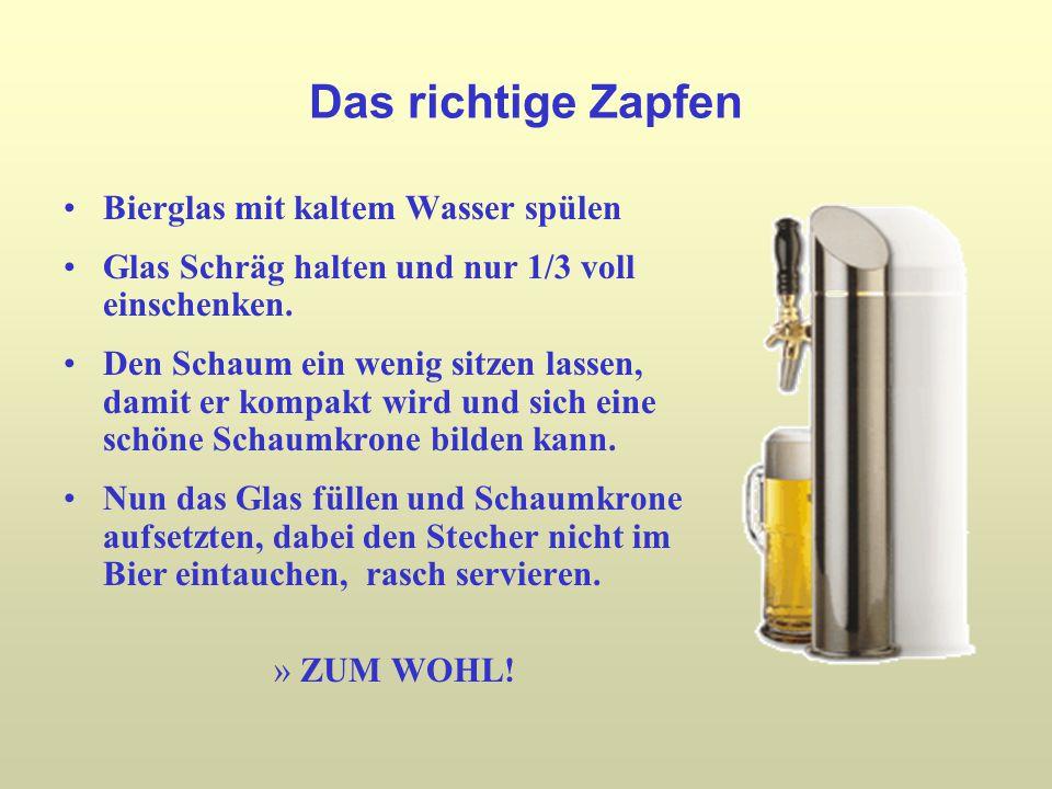 Das richtige Zapfen Bierglas mit kaltem Wasser spülen