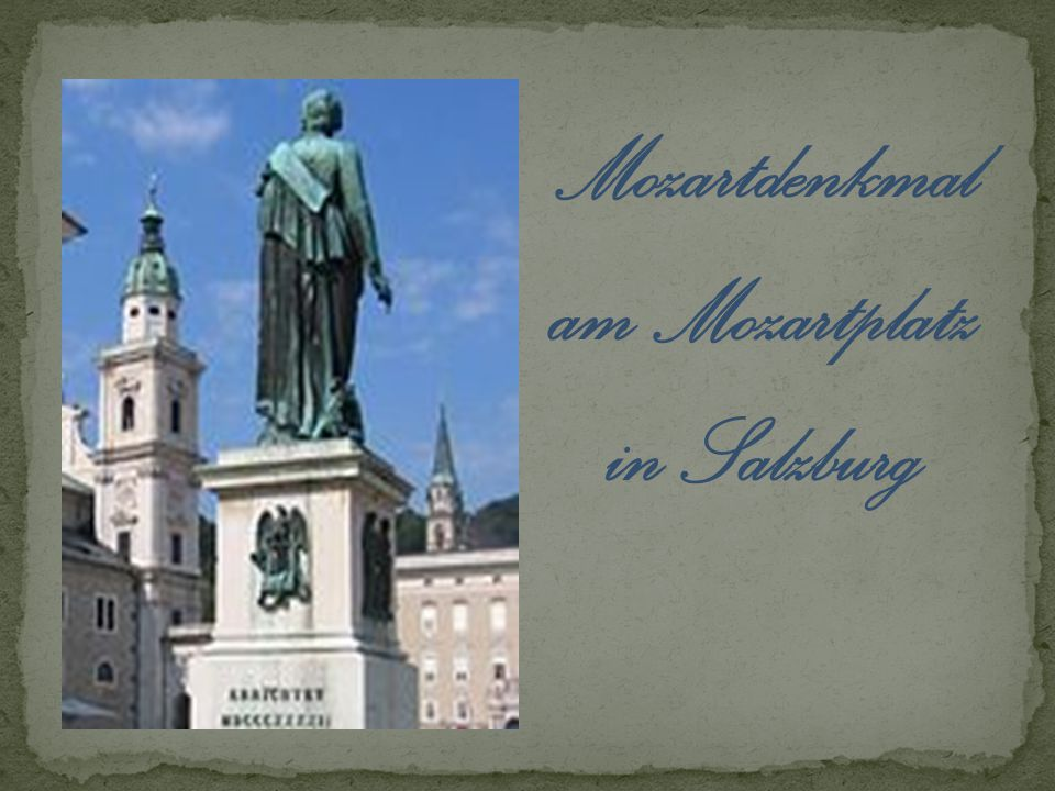 Mozartdenkmal am Mozartplatz in Salzburg