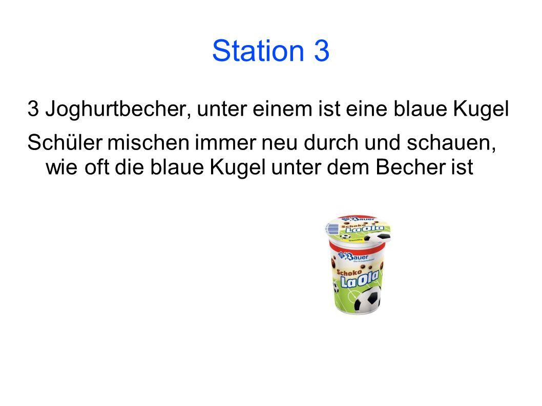 Station 3 3 Joghurtbecher, unter einem ist eine blaue Kugel