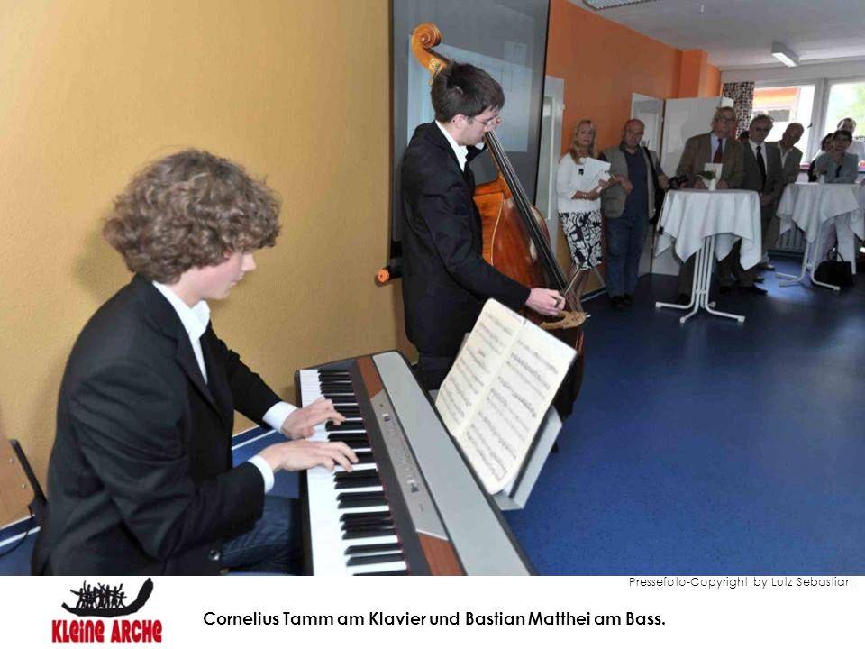 Cornelius Tamm am Klavier und Bastian Matthei am Bass.