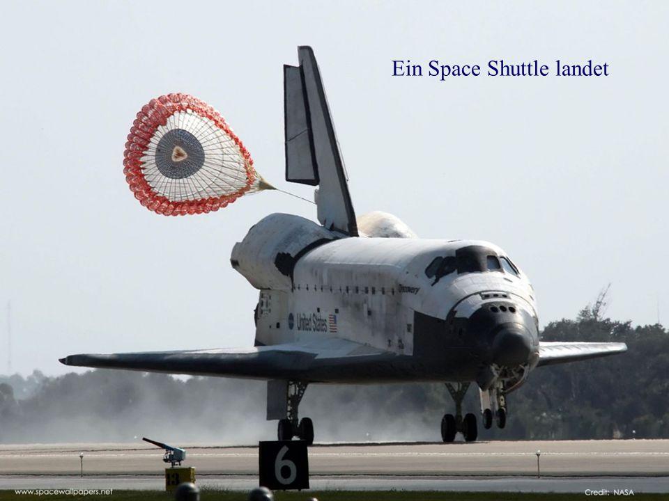 Ein Space Shuttle landet