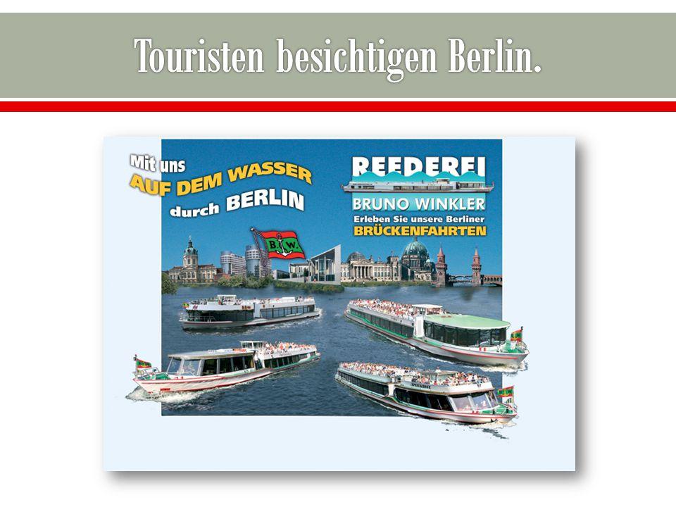 Touristen besichtigen Berlin.