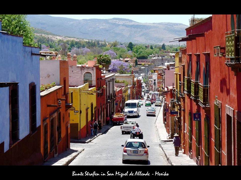 Bunte Straßen in San Miguel de Allende - Mexiko