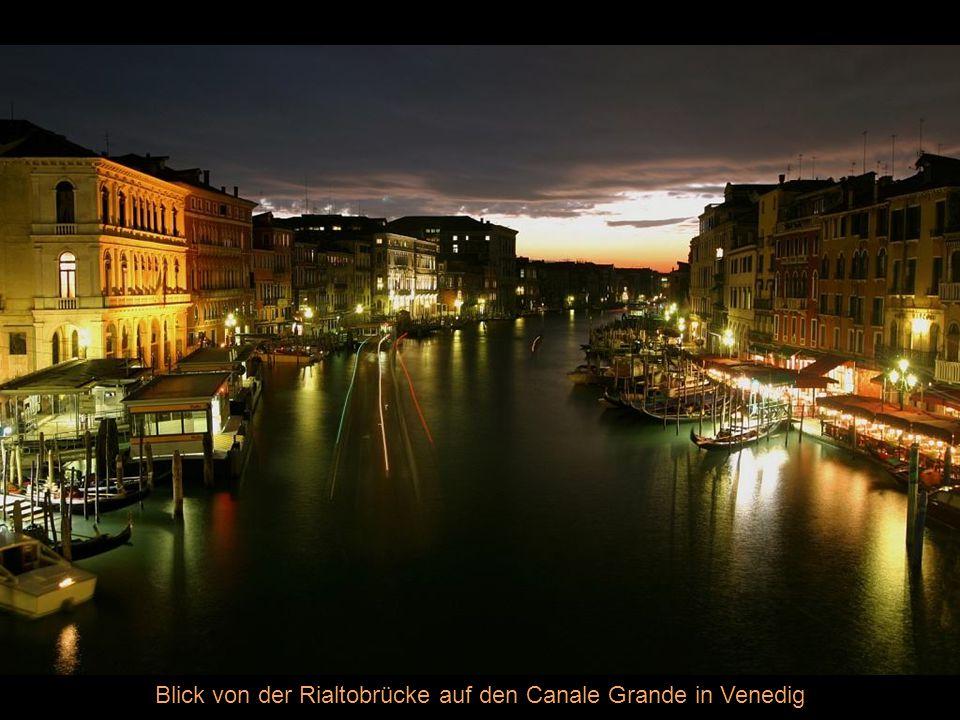 Blick von der Rialtobrücke auf den Canale Grande in Venedig
