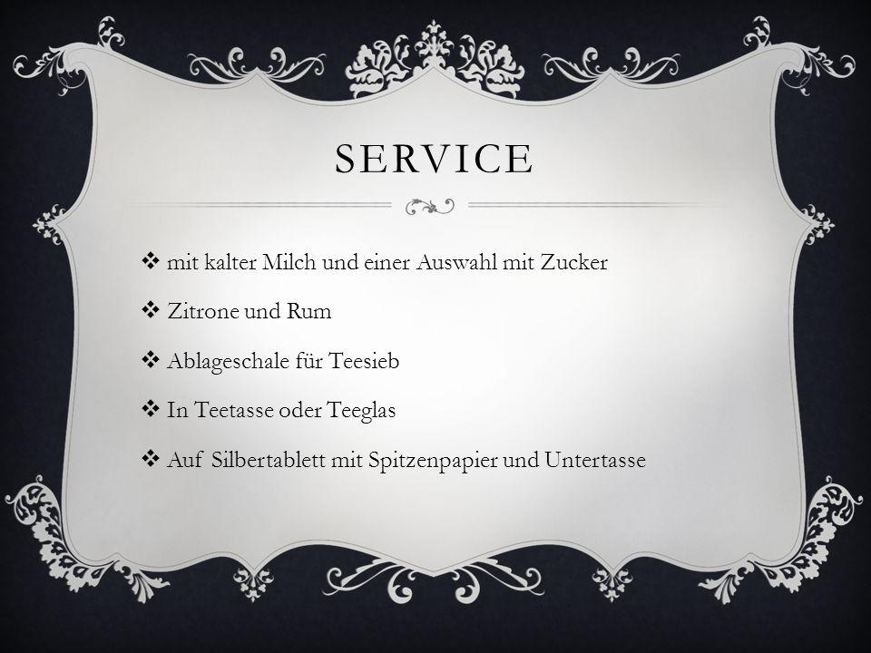 Service mit kalter Milch und einer Auswahl mit Zucker Zitrone und Rum