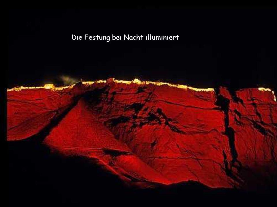 Die Festung bei Nacht illuminiert