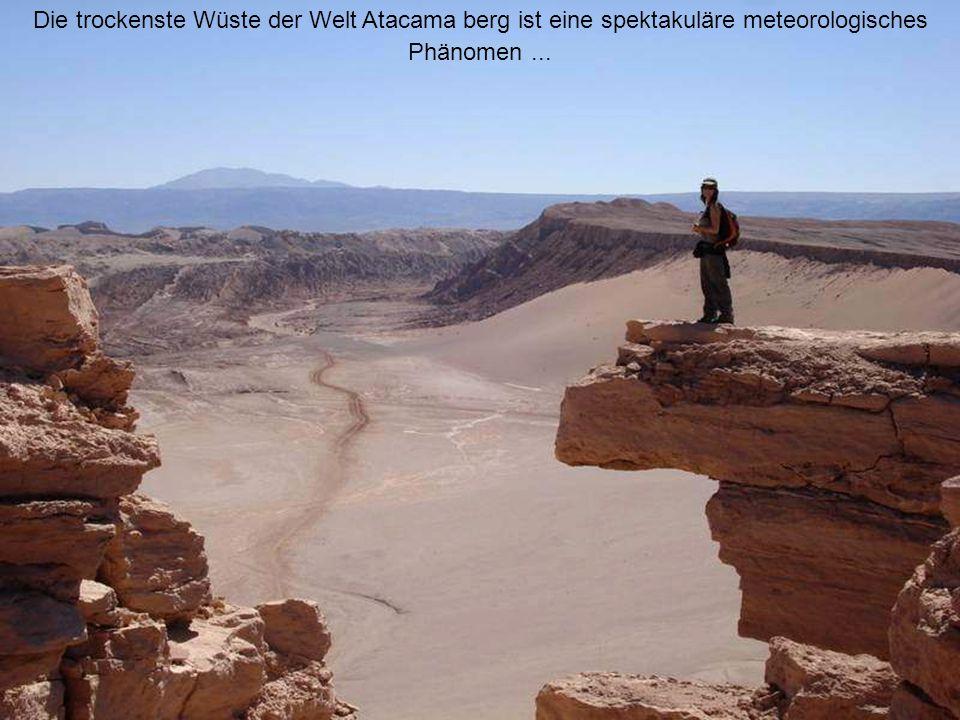 Die trockenste Wüste der Welt Atacama berg ist eine spektakuläre meteorologisches Phänomen ...