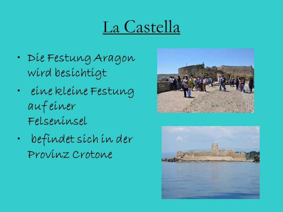 La Castella Die Festung Aragon wird besichtigt