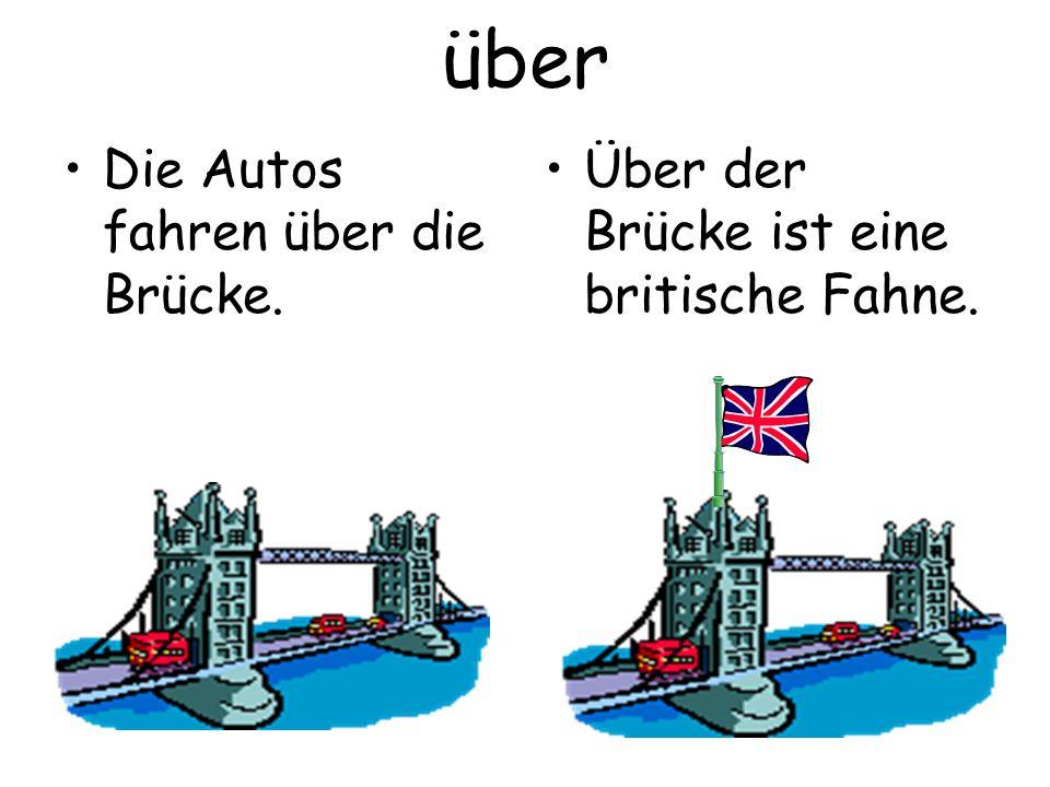 über Die Autos fahren über die Brücke.