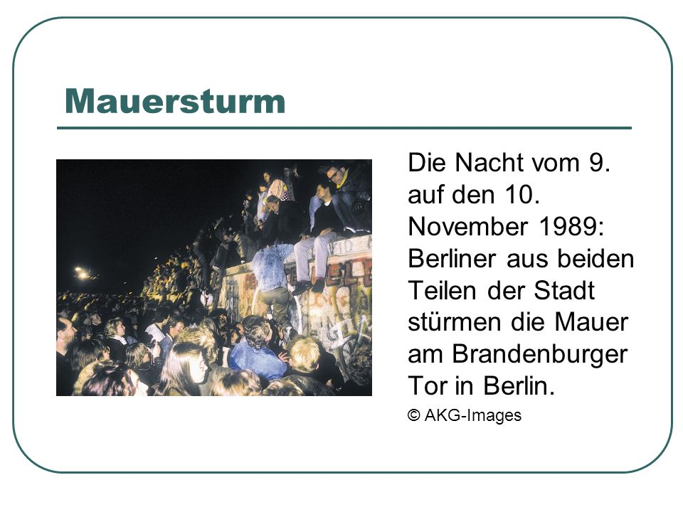 Mauersturm Die Nacht vom 9. auf den 10. November 1989: Berliner aus beiden Teilen der Stadt stürmen die Mauer am Brandenburger Tor in Berlin.