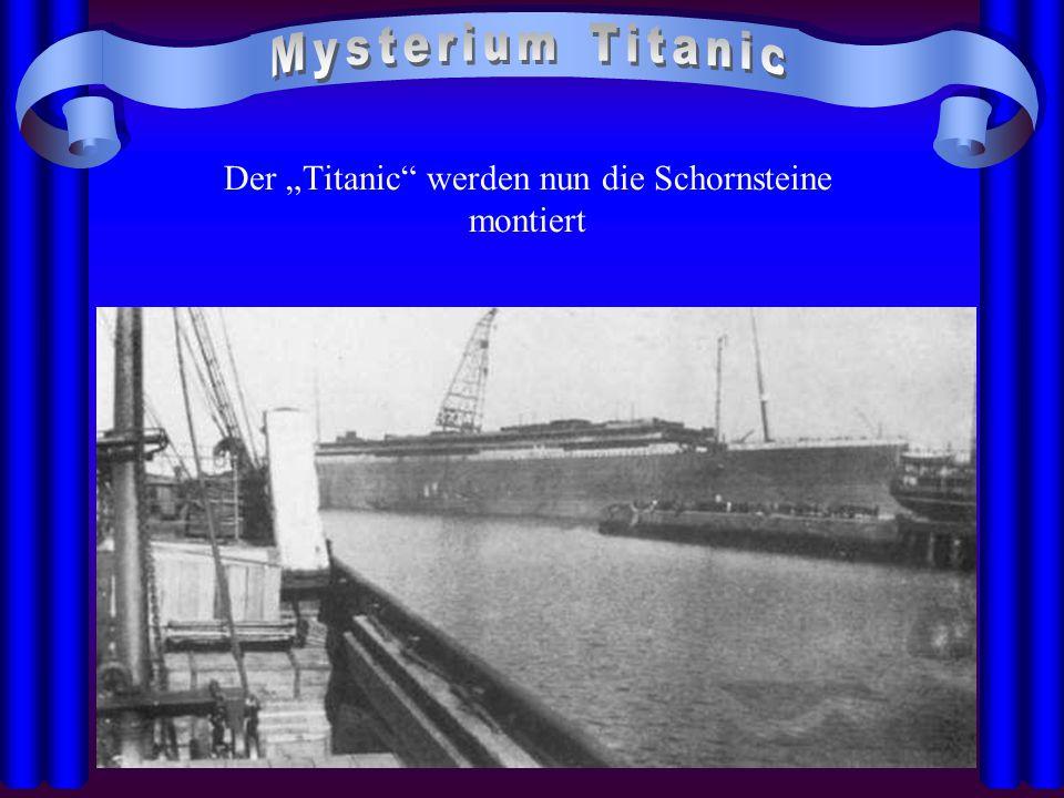 """Der """"Titanic werden nun die Schornsteine montiert"""