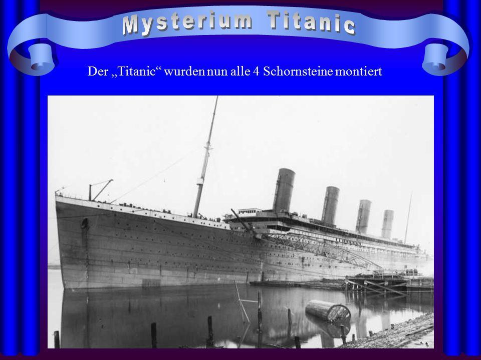 """Der """"Titanic wurden nun alle 4 Schornsteine montiert"""