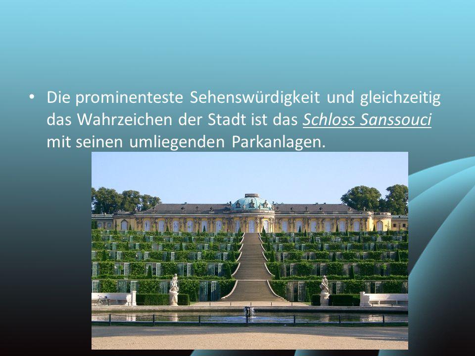 Die prominenteste Sehenswürdigkeit und gleichzeitig das Wahrzeichen der Stadt ist das Schloss Sanssouci mit seinen umliegenden Parkanlagen.