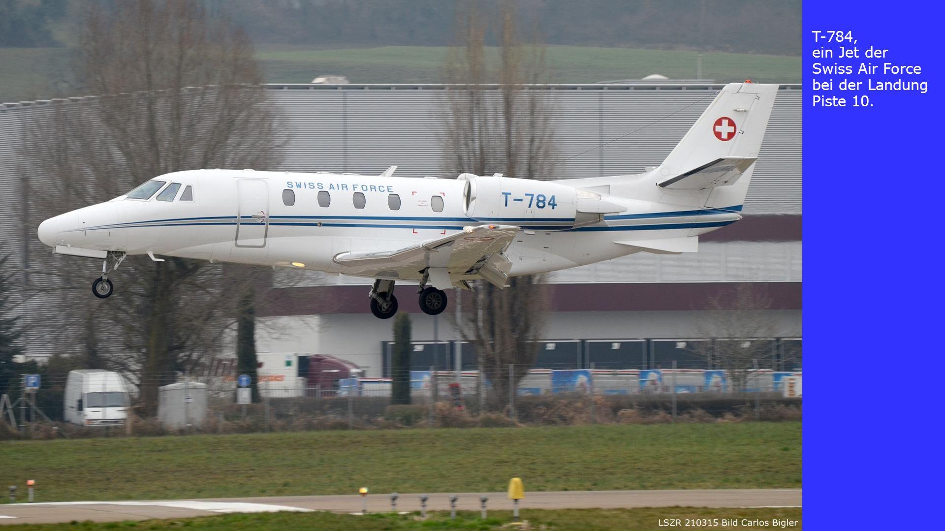 T-784, ein Jet der Swiss Air Force bei der Landung Piste 10.