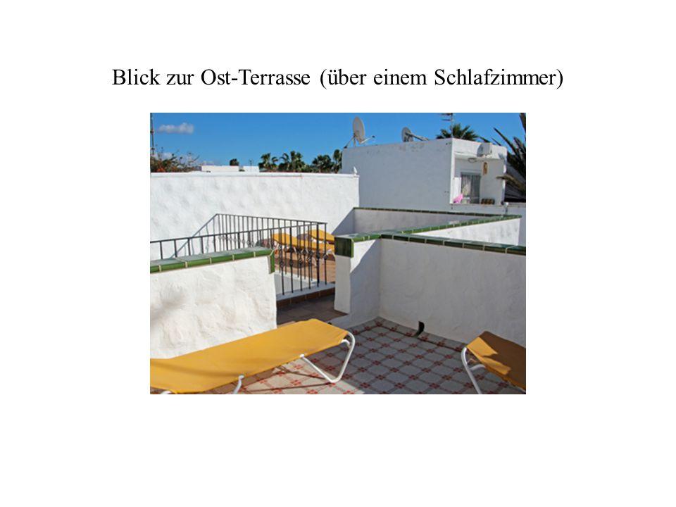 Blick zur Ost-Terrasse (über einem Schlafzimmer)