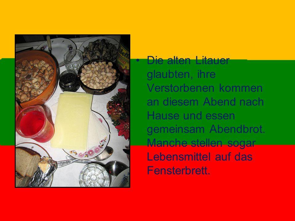 Die alten Litauer glaubten, ihre Verstorbenen kommen an diesem Abend nach Hause und essen gemeinsam Abendbrot.