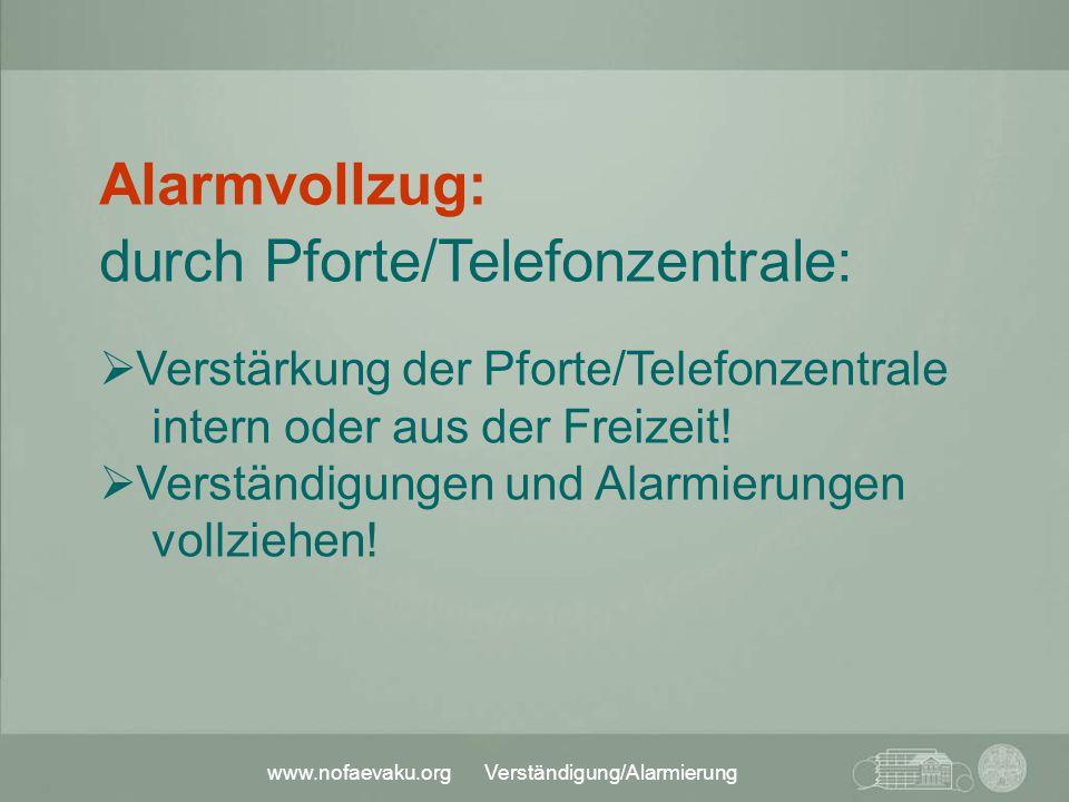 durch Pforte/Telefonzentrale: