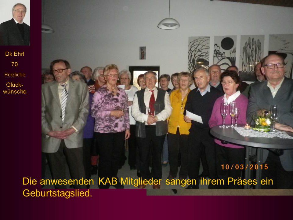 Die anwesenden KAB Mitglieder sangen ihrem Präses ein Geburtstagslied.