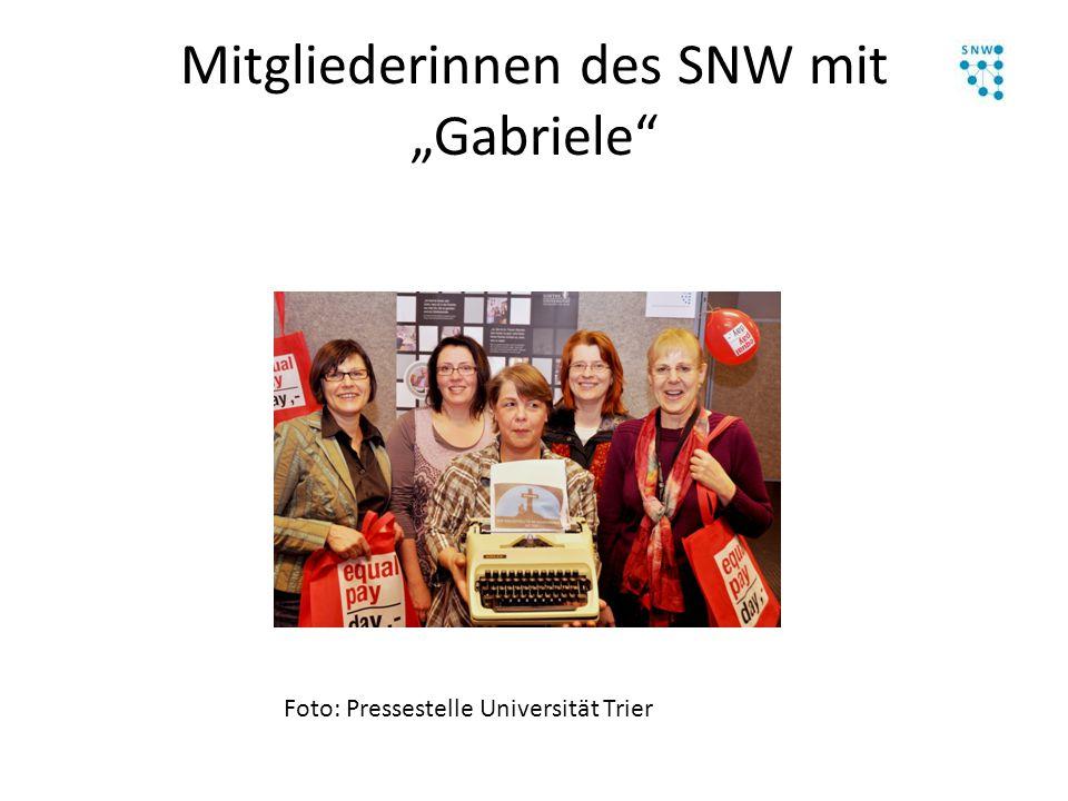 """Mitgliederinnen des SNW mit """"Gabriele"""