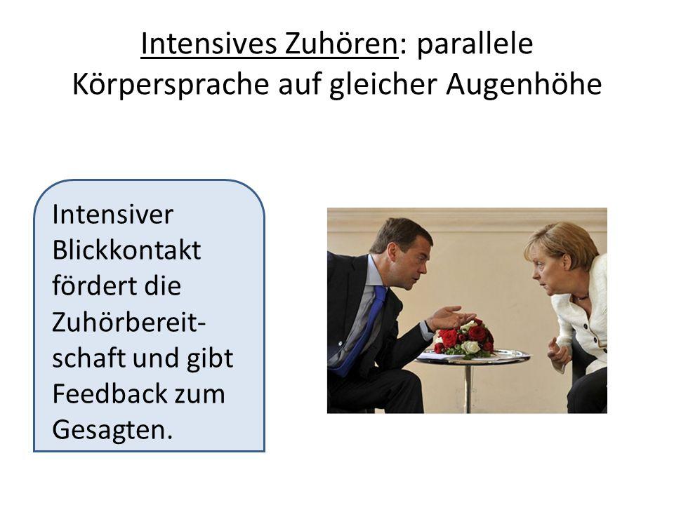 Intensives Zuhören: parallele Körpersprache auf gleicher Augenhöhe