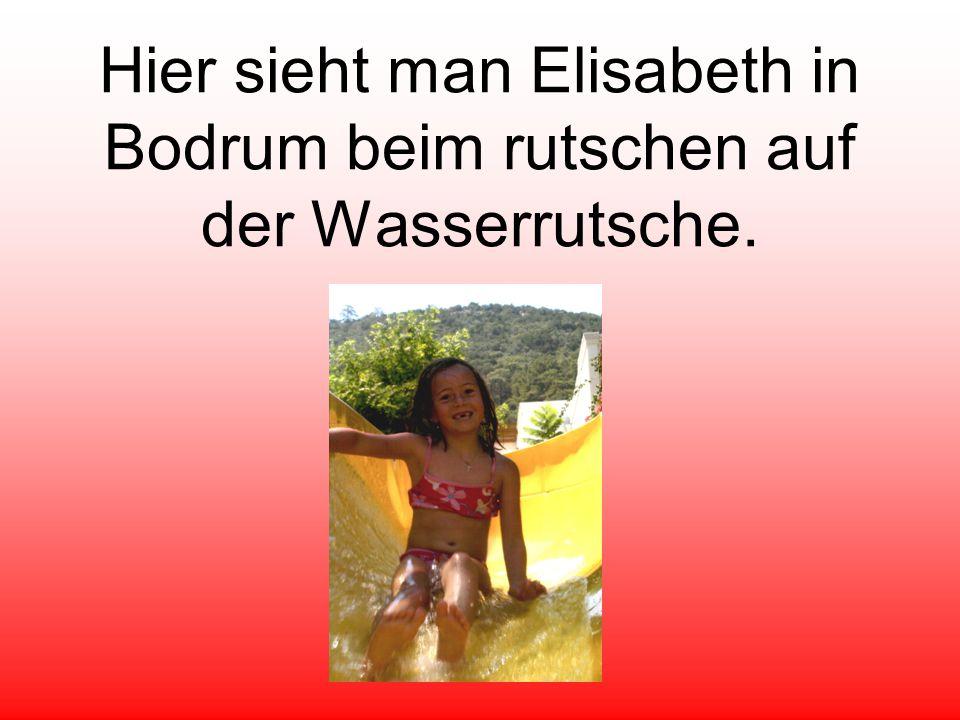 Hier sieht man Elisabeth in Bodrum beim rutschen auf der Wasserrutsche.