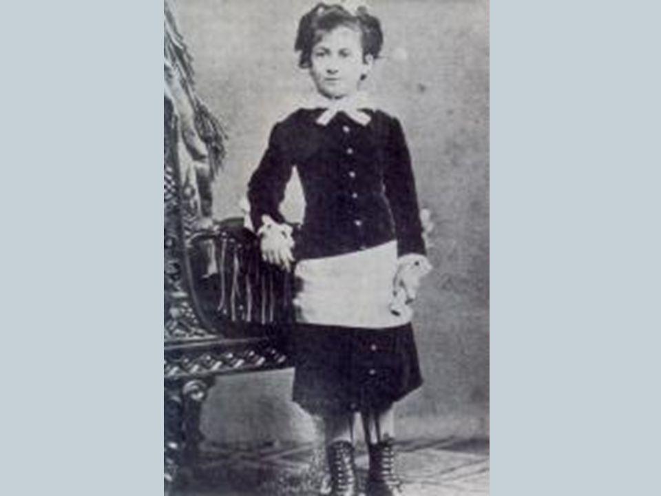 3 Jahren zogen die Eltern mit Maria nach Florenz, als sie 5 Jahre alt war, nach Rom.