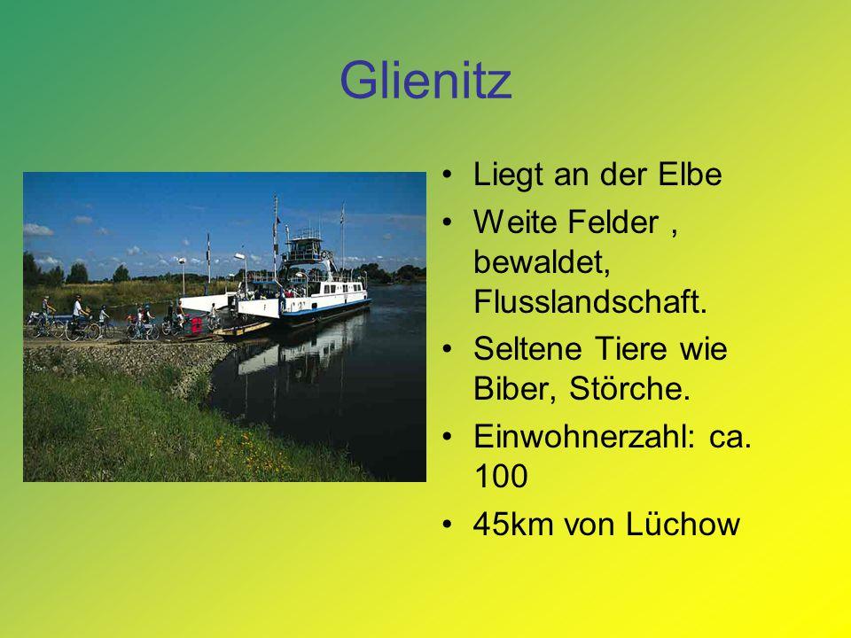 Glienitz Liegt an der Elbe Weite Felder , bewaldet, Flusslandschaft.