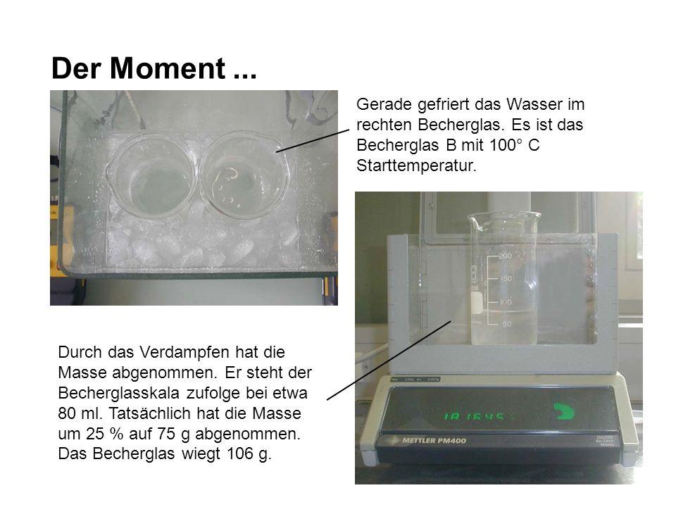 Der Moment ... Gerade gefriert das Wasser im rechten Becherglas. Es ist das Becherglas B mit 100° C Starttemperatur.