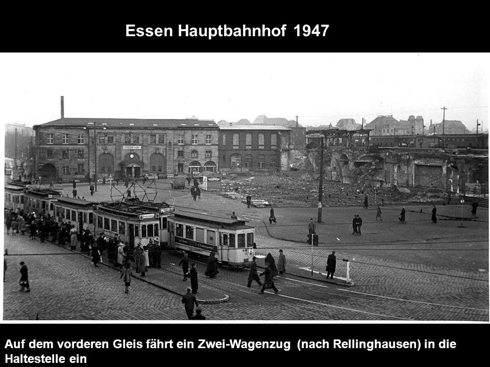 Essen Hauptbahnhof 1947 Auf dem vorderen Gleis fährt ein Zwei-Wagenzug (nach Rellinghausen) in die Haltestelle ein.
