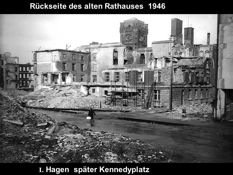 Rückseite des alten Rathauses 1946
