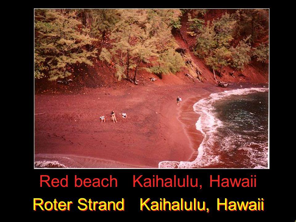 Red beach Kaihalulu, Hawaii Roter Strand Kaihalulu, Hawaii