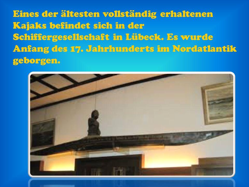 Eines der ältesten vollständig erhaltenen Kajaks befindet sich in der Schiffergesellschaft in Lübeck.