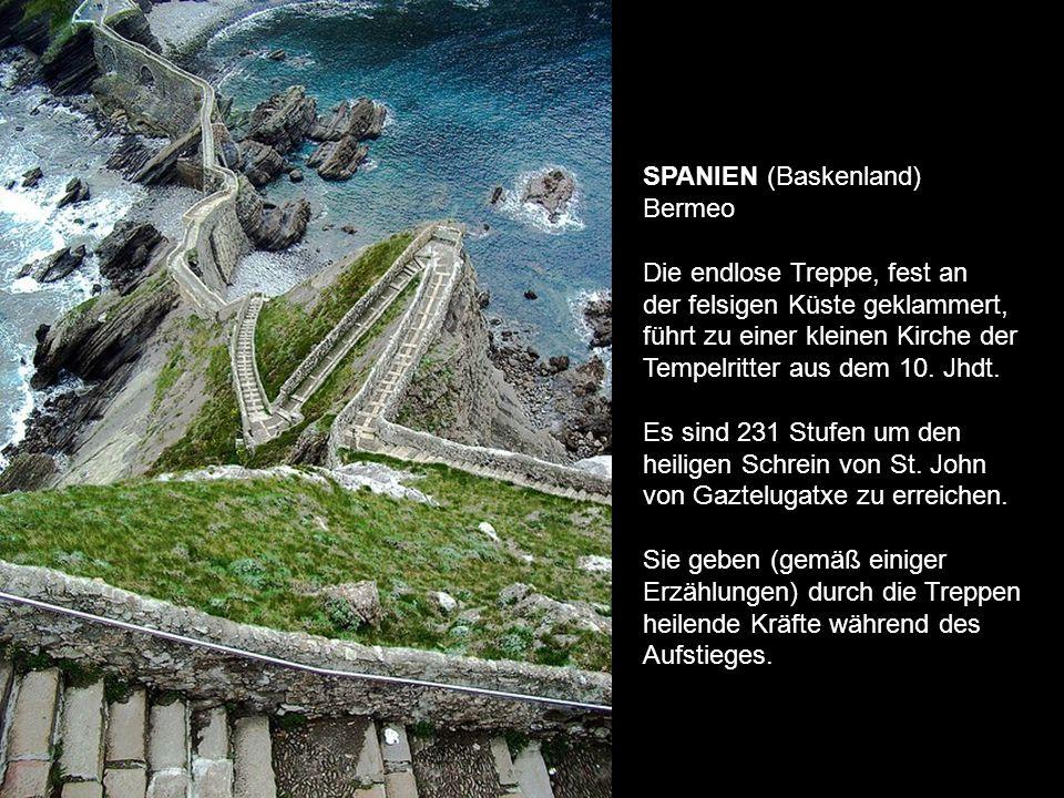 SPANIEN (Baskenland) Bermeo. Die endlose Treppe, fest an.