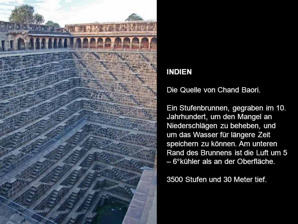INDIEN Die Quelle von Chand Baori. Ein Stufenbrunnen, gegraben im 10
