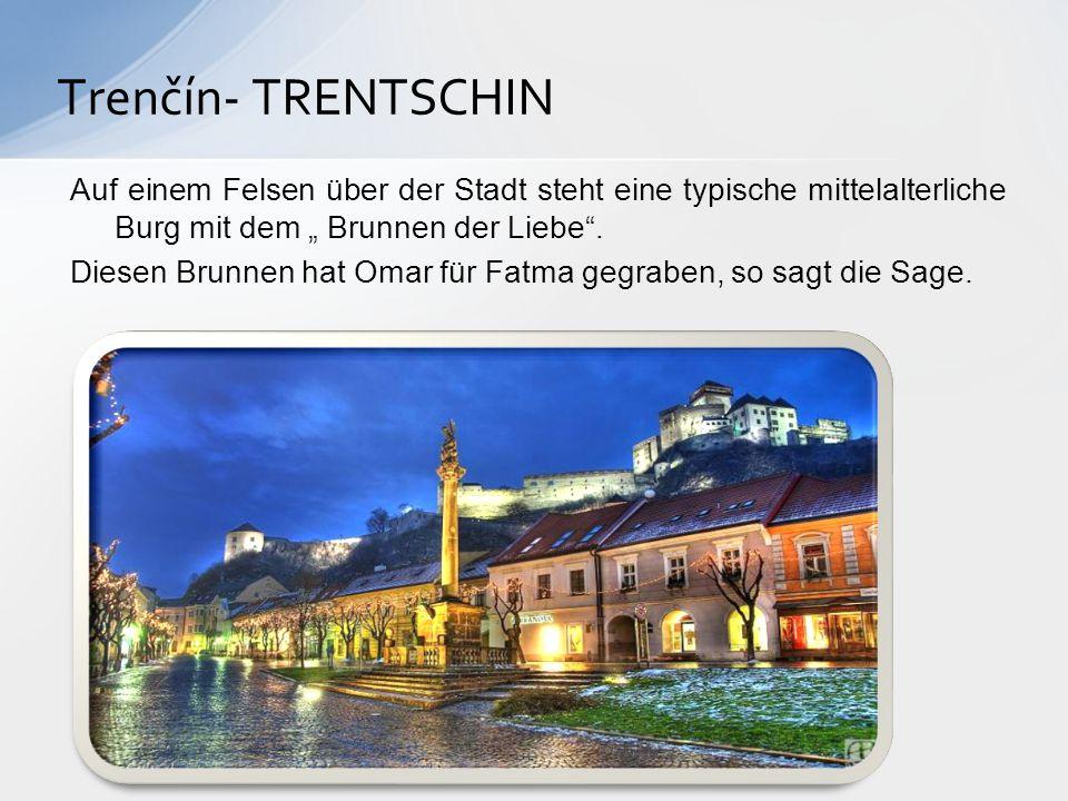"""Trenčín- TRENTSCHIN Auf einem Felsen über der Stadt steht eine typische mittelalterliche Burg mit dem """" Brunnen der Liebe ."""