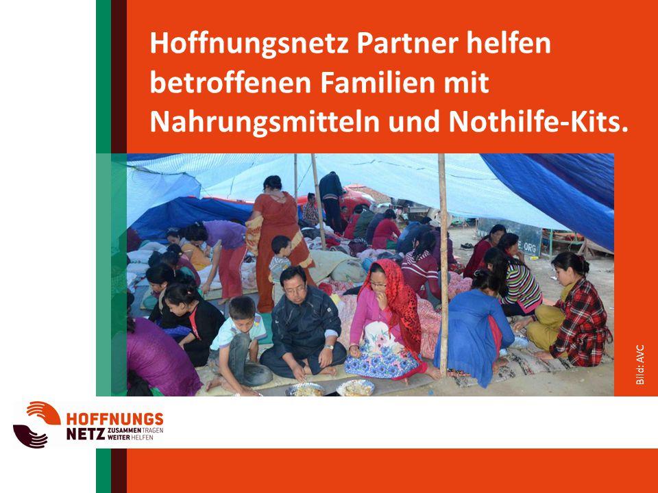 Hoffnungsnetz Partner helfen betroffenen Familien mit Nahrungsmitteln und Nothilfe-Kits.
