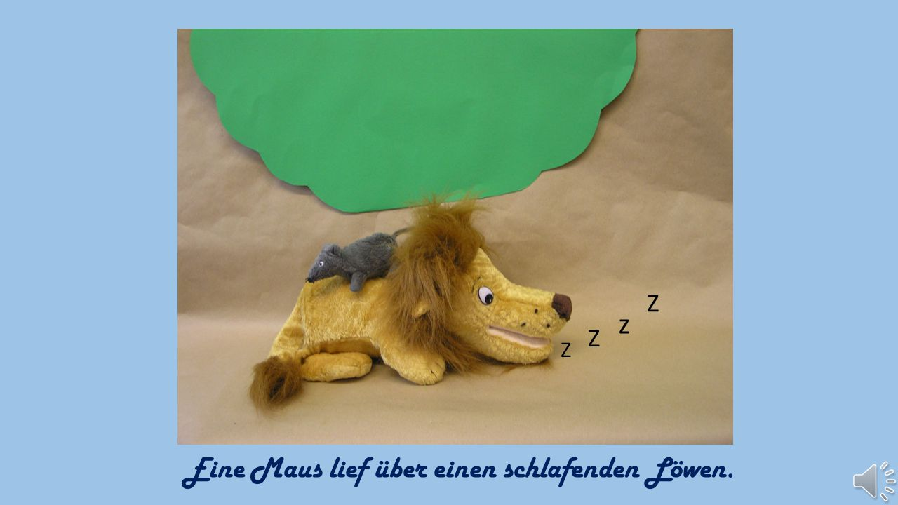 Eine Maus lief über einen schlafenden Löwen.