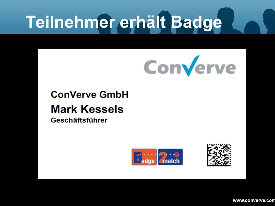 Teilnehmer erhält Badge