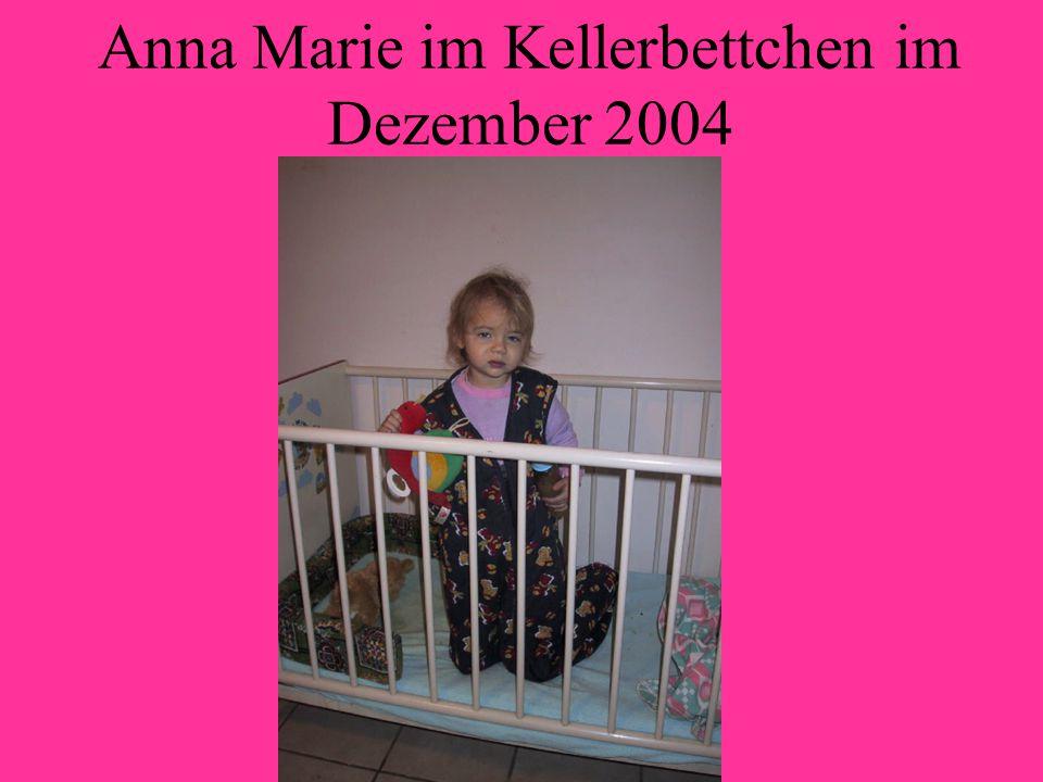 Anna Marie im Kellerbettchen im Dezember 2004
