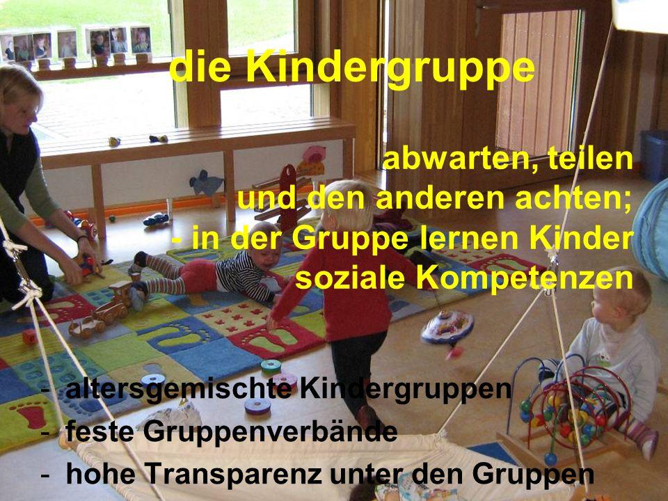 die Kindergruppe abwarten, teilen und den anderen achten; - in der Gruppe lernen Kinder soziale Kompetenzen.