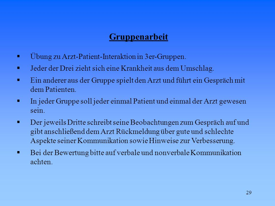 Gruppenarbeit Übung zu Arzt-Patient-Interaktion in 3er-Gruppen.