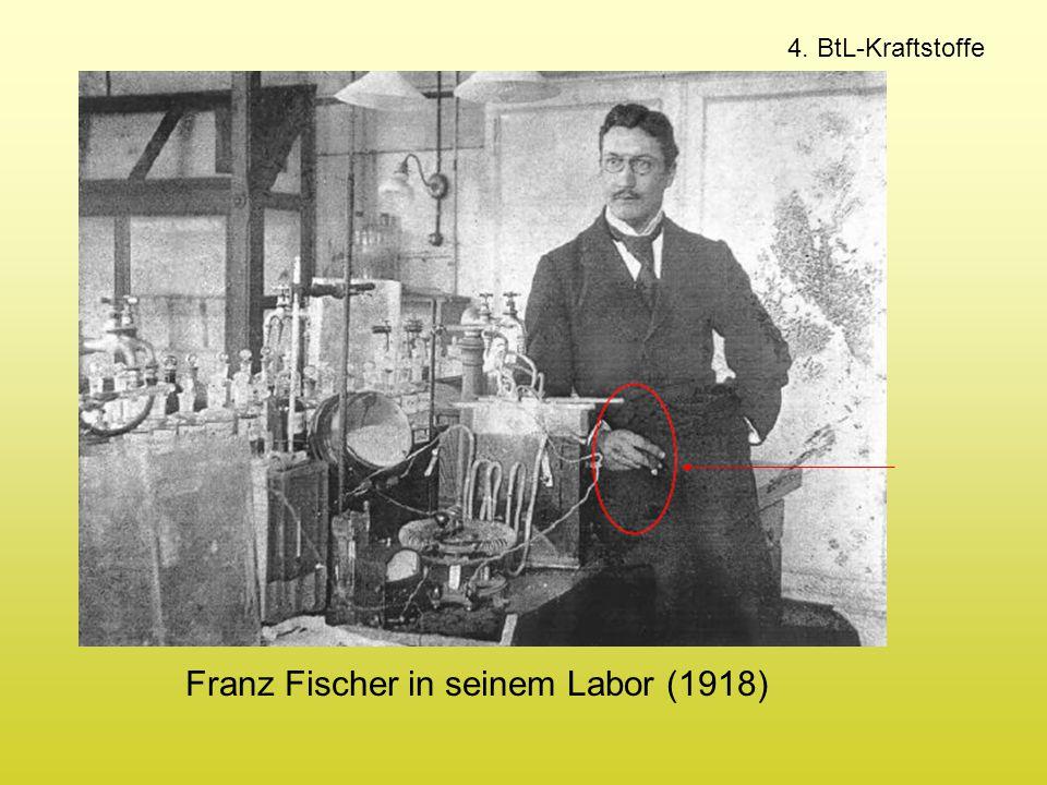 Franz Fischer in seinem Labor (1918)