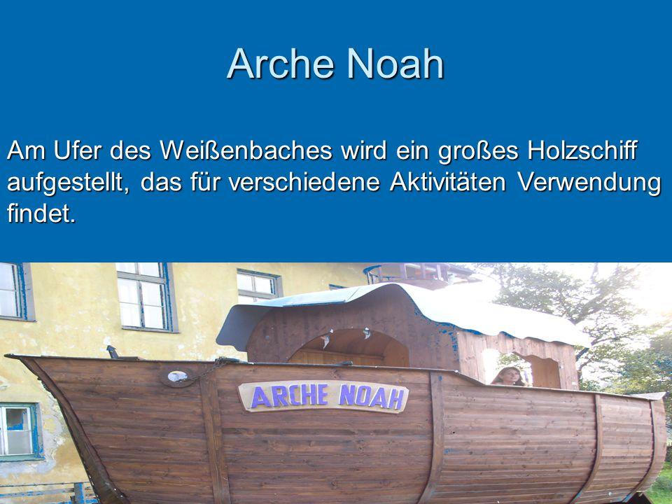 Arche Noah Am Ufer des Weißenbaches wird ein großes Holzschiff aufgestellt, das für verschiedene Aktivitäten Verwendung findet.