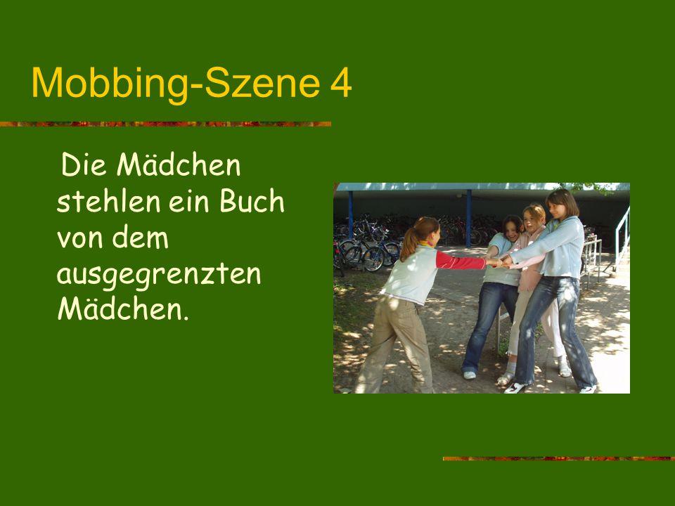 Mobbing-Szene 4 Die Mädchen stehlen ein Buch von dem ausgegrenzten Mädchen.